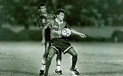 Com gol de Raudinei, Bahia empata com Vitória e é campeão