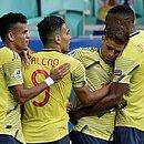 Cuéllar comemora gol marcado sobre o Paraguai