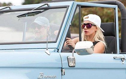 Lady Gaga tem uma grande coleção de automóveis bem diversa. A atriz e cantora utiliza desde modelos clássicos, como esse Ford Bronco, até superesportivos da Lamborghini
