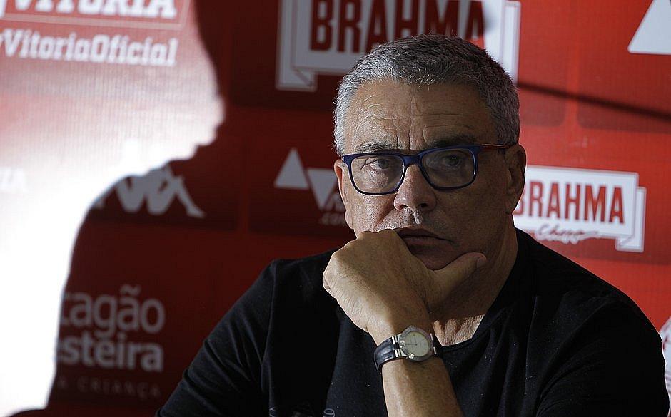 Paulo Carneiro comanda o Vitória desde abril do ano passado