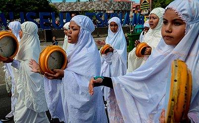 Estudantes indonésios desfilam no dia que marca o ano novo islâmico em Banda Aceh,.