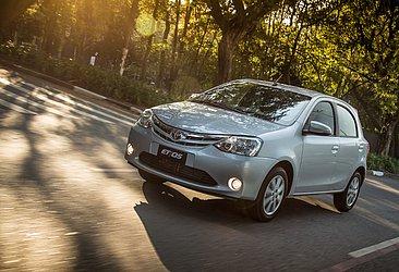Várias marcas deixaram de produzir carros de entrada no país, como o Toyota Etios