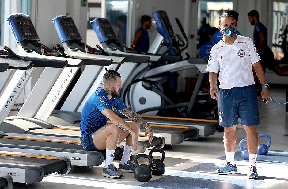 Rossi, atacante do Bahia, na academia da Cidade Tricolor