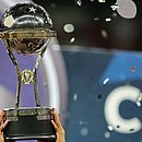O troféu da Sul-Americana