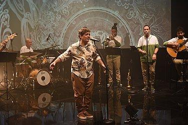 Luís Martins acompanhado de sua banda