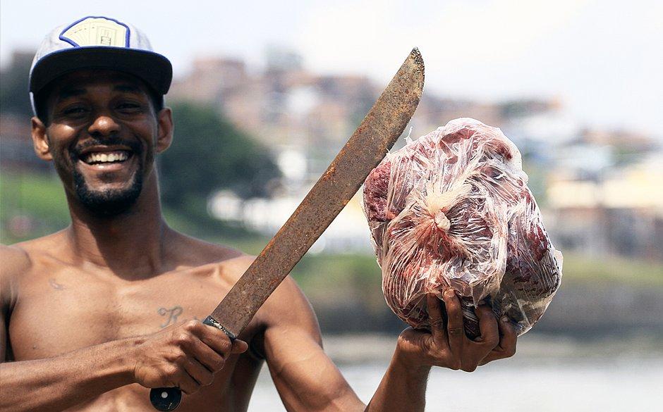 Moradores que comeram carne de baleia morta correm risco de intoxicação 2