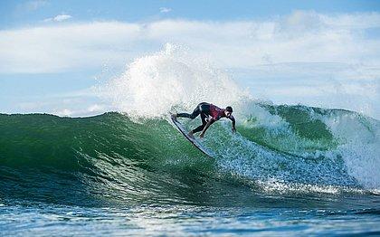 Gabriel Medina está garantido nas oitavas de final da segunda etapa do Circuito Mundial de surfe