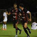 Wesley vibra ao marcar seu primeiro gol como profissional e ajudar o Vitória a vencer o Paraná no Barradão