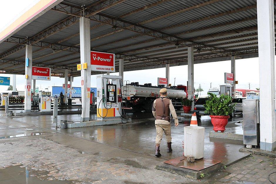 Posto é interditado na Bahia por armazenar gasolina com até 79% de etanol