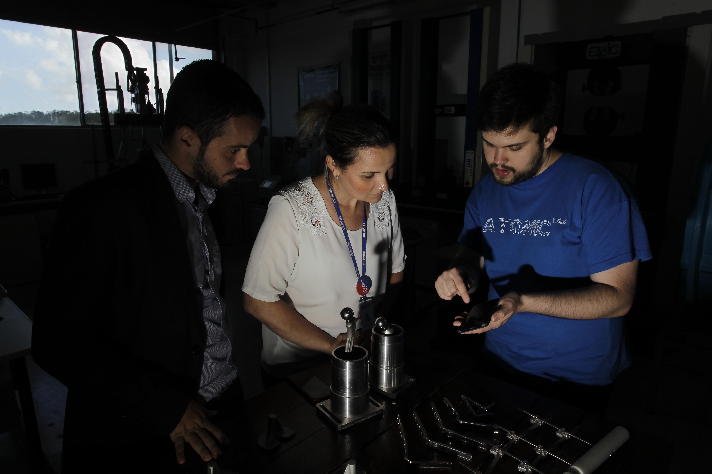Próteses: E trocou informações sobre próteses no Instituto de Tecnologia da Saúde (ITS)