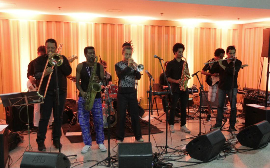 Toda quinta e sexta, o Hub recebe atrações musicais