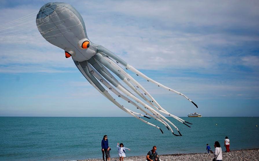 20ª edição do Festival Internacional de Kite, na cidade de Dieppe, noroeste da França. -O evento, realizado até 16 de setembro, reúne milhares de pessoas de 34 diferentes países.