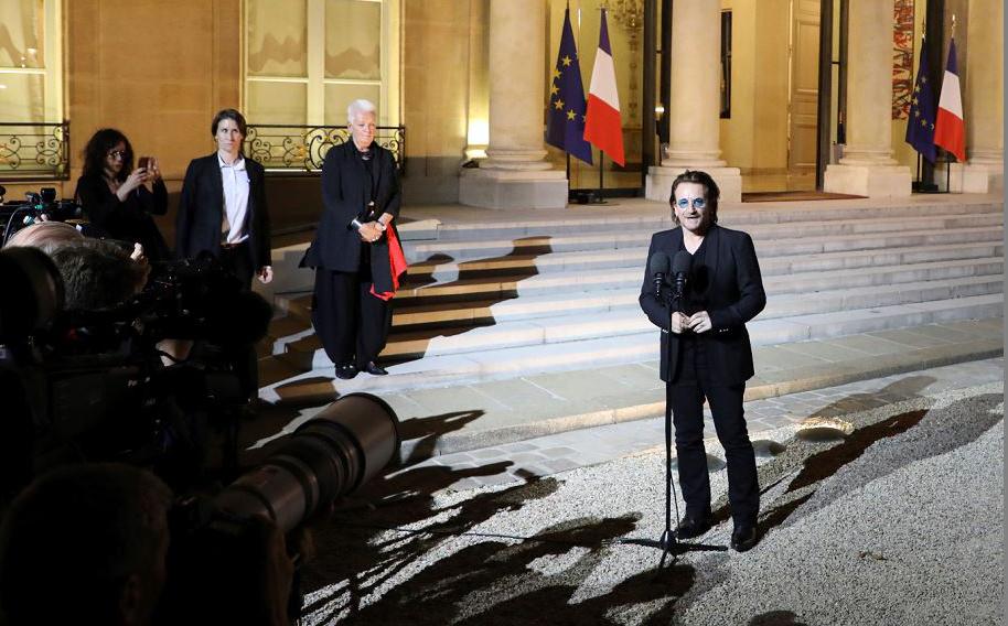 O cantor irlandês da banda U2, Paul David Hewson, conhecido como Bono, em entrevista coletiva, após se reunir com  o Presidente francês Emmanuel Macron para elaborar um plano de parceria entre a África e a Europa.