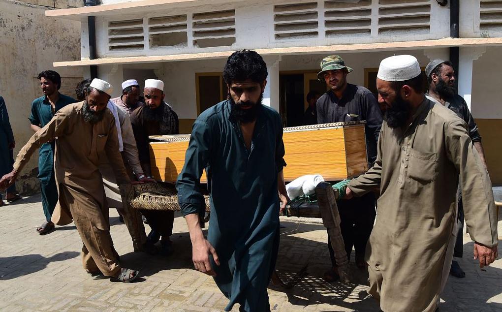 Desmoronamento de mina de carvão provoca a morte de 09 mineiros em Darra Adam Khel no Paquistão.