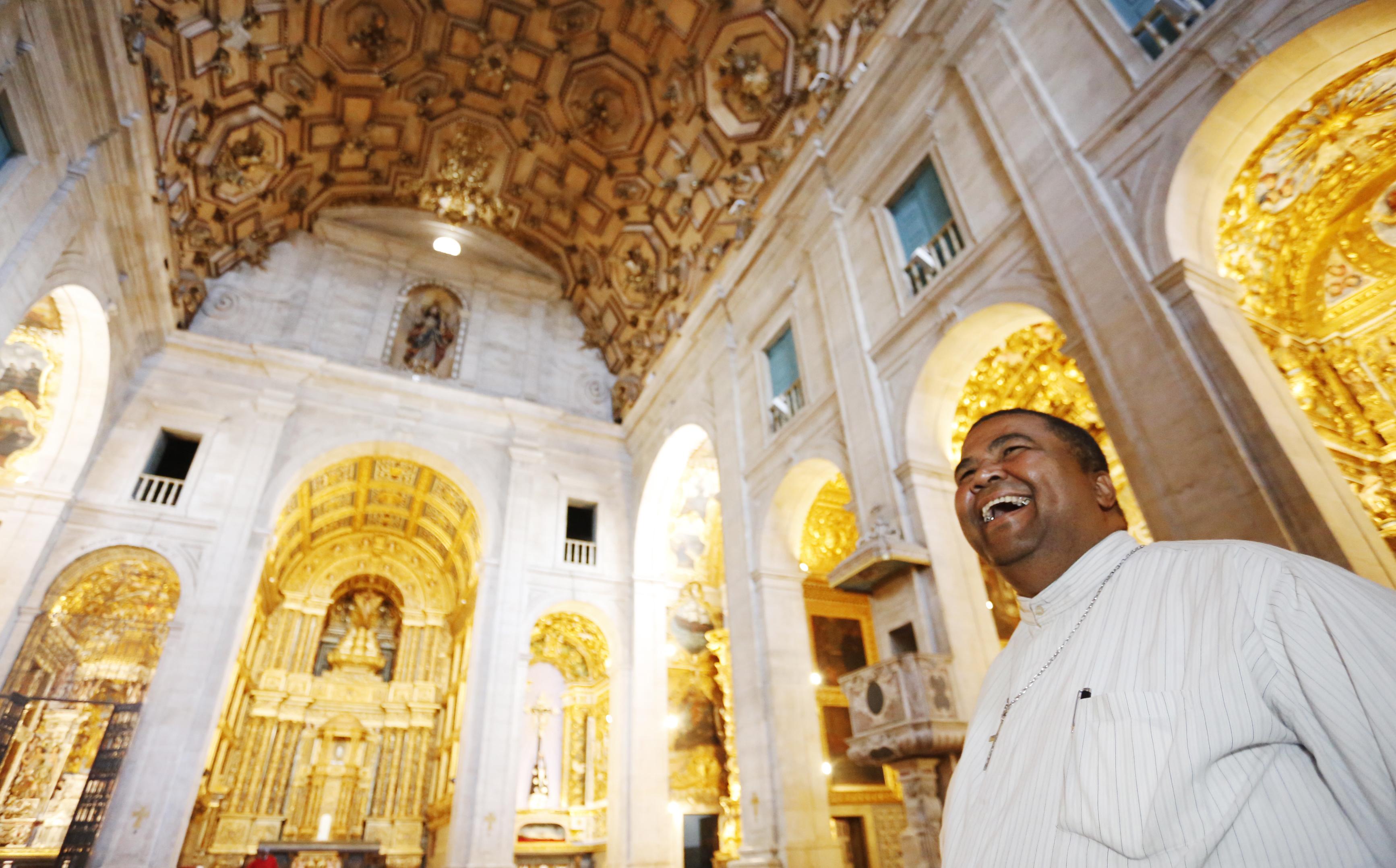 A alegria do pároco da Catedral, padre Lázaro Muniz