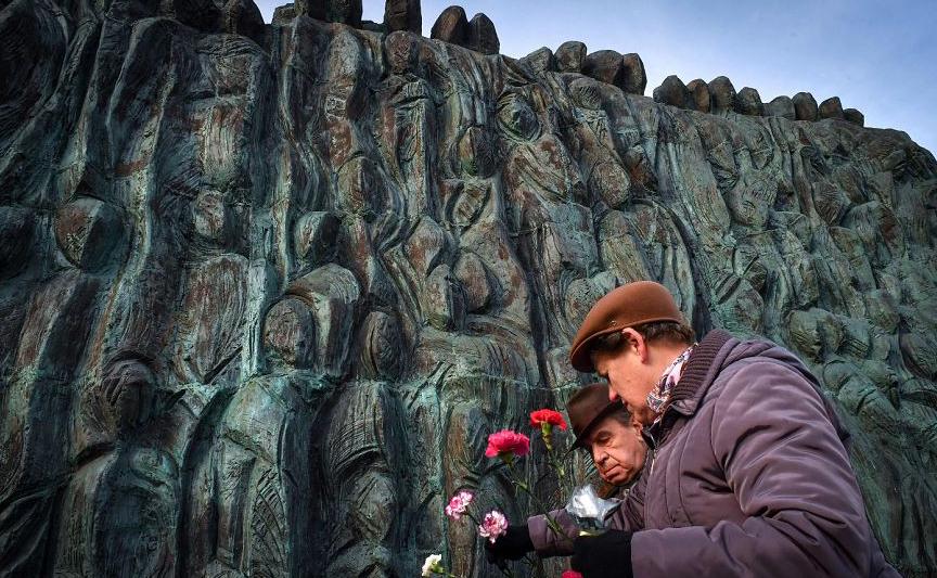 """""""O Muro do Luto"""", memorial no centro de Moscou, dedicado às vítimas da repressão política."""