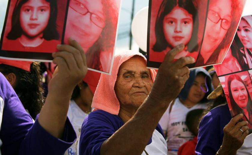 Dia internacional para a eliminação da violência contra as mulheres em San Salvador.