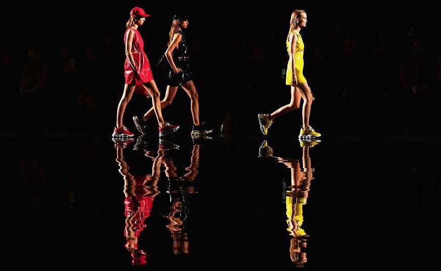Modelos no desfile da Grife Versace em Nova Iorque.