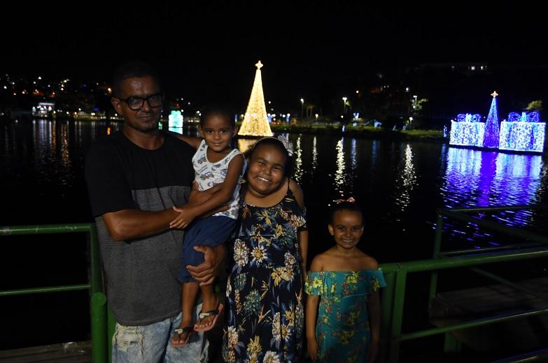 1198601d2 Cidade iluminada: decoração de Natal de Salvador já atrai visitantes a  praças e ruas - Jornal CORREIO | Notícias e opiniões que a Bahia quer saber