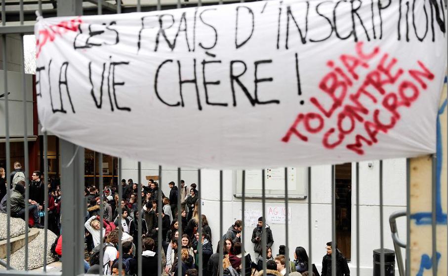 """""""Tolbiac contra Macron"""" no Campus da Universidade de Sorbonne Paris 1. Depois das escolas de ensino médio, os protestos chegam às universidades, em Paris."""