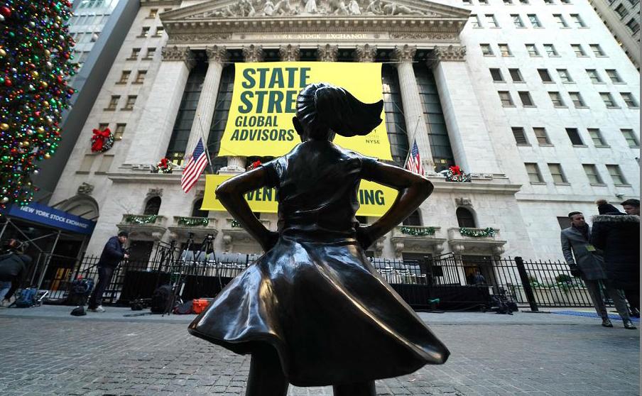 A estátua da garota destemida é inaugurada no New York Stock Exchange (NYSE) , em Nova Iorque.
