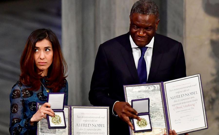 Os premiados com o com o Nobel da paz, a ativista Nadia Murad e o médico congolês Denis Mukwege durante a cerimônia de premiação 2018 na prefeitura de Oslo, na Noruega.