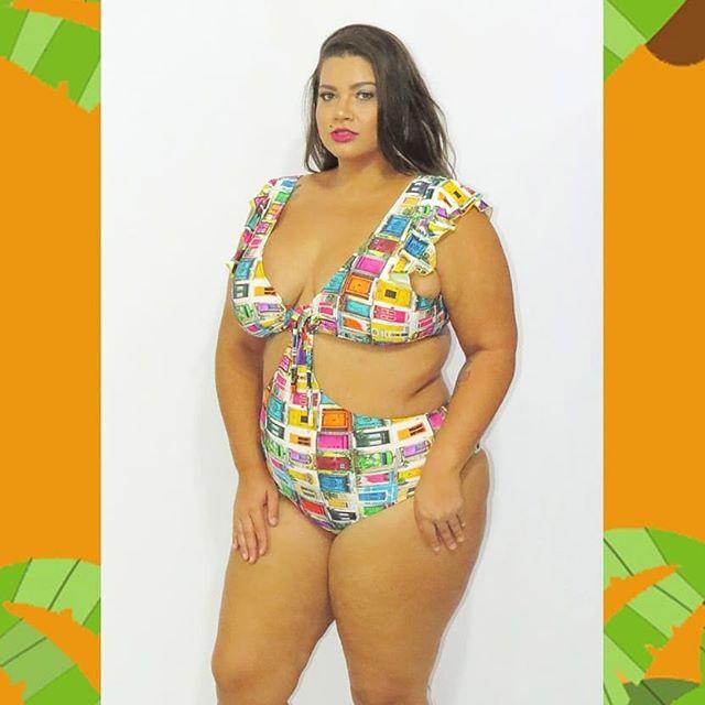 c6fde3e07 Modelo Vanessa Figliuolo usa estampa super viva e jovial  decote em V  valoriza o busto (Foto  Reprodução Instagram)