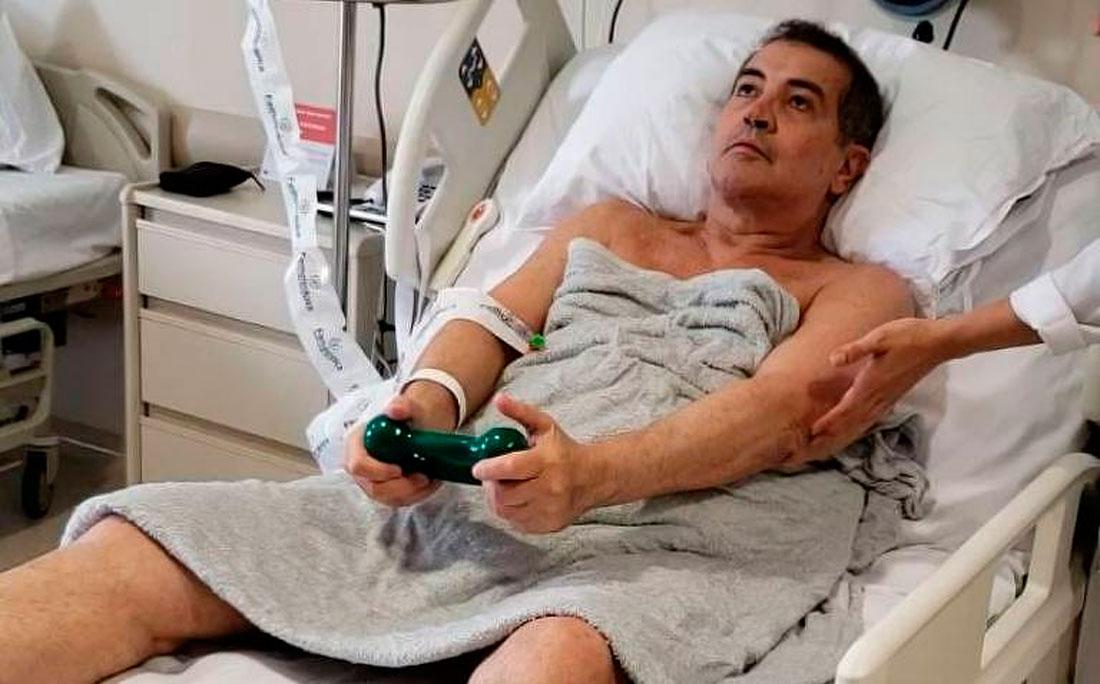 Resultado de imagem para Beto Barbosa deixa UTI e aparece fazendo exercícios na cama