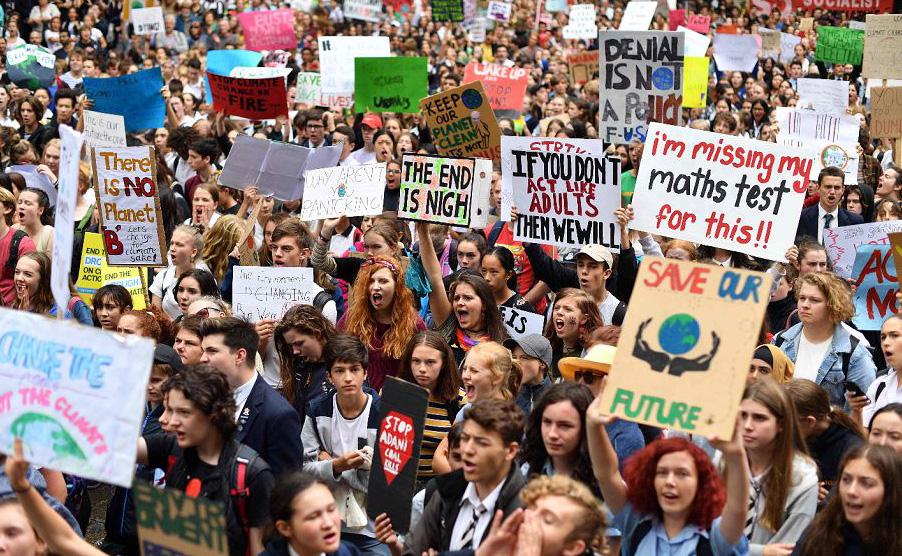 Estudantes fazem greve escolar em Sydney para marchar contra o aquecimento global.