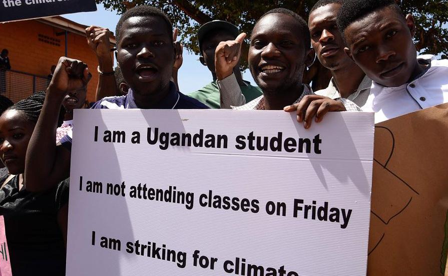 Alunos da escola cristã Najjanankumbi em Kampala, Uganda.