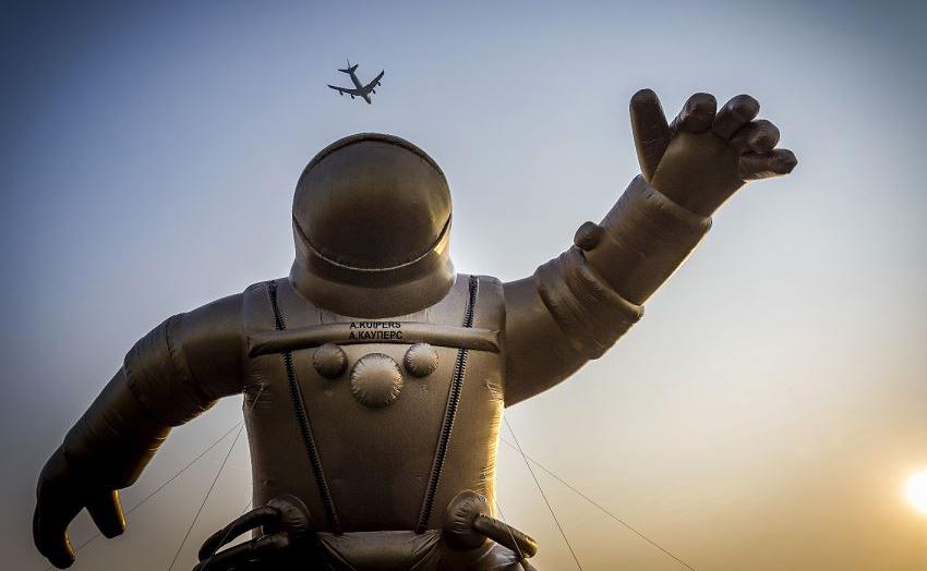 Astronauta inflável em homenagem ao holandês Andre Kuiper que esteve na cápsula russa Soyuz, durante a quinta semana nacional do Museu em Sassenheim.