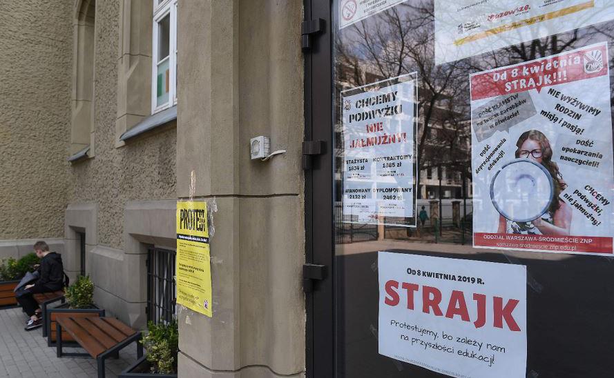 Greve de professores em Varsóvia, e em toda Polônia, por tempo indeterminado.