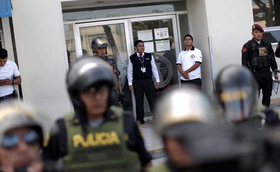 Hospital de emergência Casimiro Ulloa em Lima, onde o ex presidente peruano Alan Garcia foi socorrido após disparar um tiro contra a cabeça em sua casa enquanto a polícia estava prestes a prendê-lo devido a acusações de corrupção.