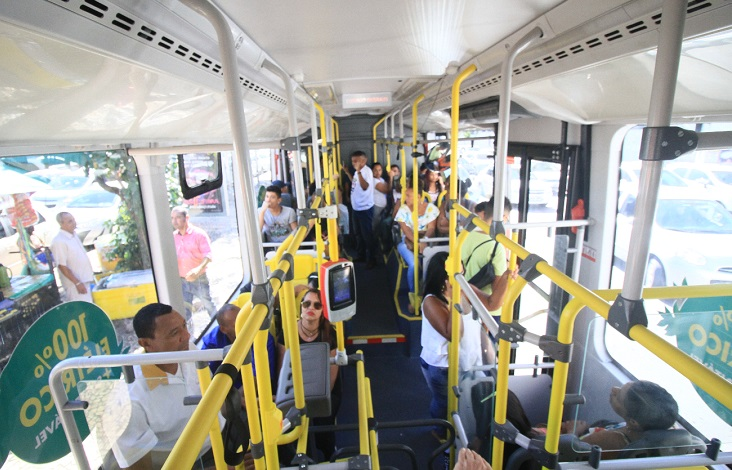 Interior do ônibus elétrico. Foto: Mauro Akin Nassor/ CORREIO (Reprodução)