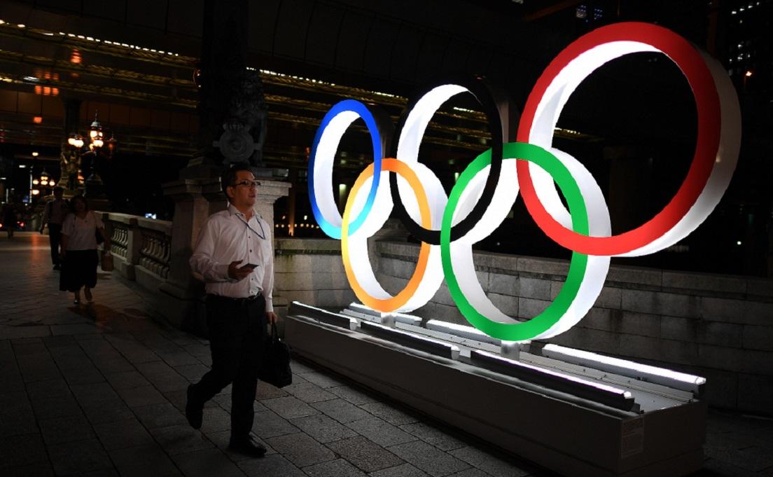 Aneis olímpicos compõem a paisagem da capital japonesa