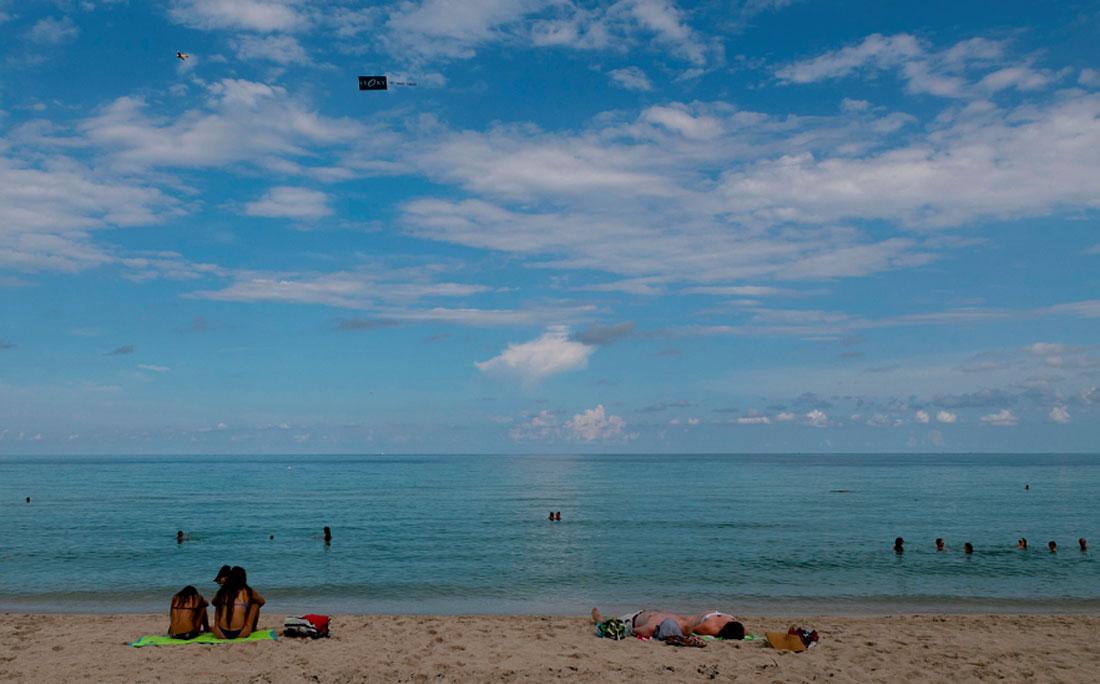 Mesmo com alerta de furacão, na semana passada, muitos ainda foram para praia na Flórida