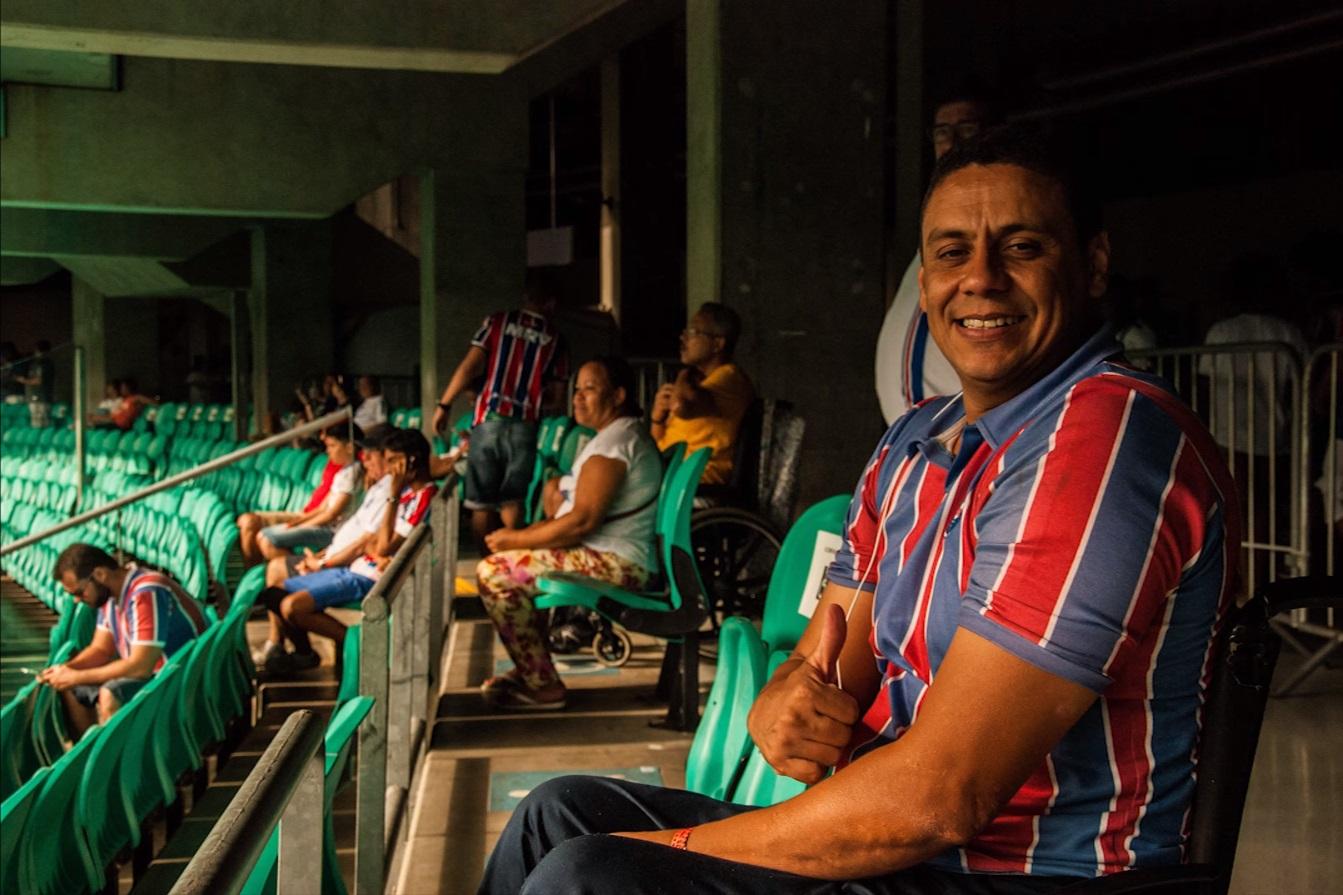 Omar Bispo no leste inferior, setor onde assiste aos jogos do Bahia
