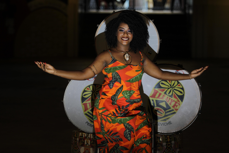 Amanda Conceicao Ribeiro Santos: 19, secretaria e modelo fotográfica. Por ser negra, poderosa do ilê. @amanndilis_