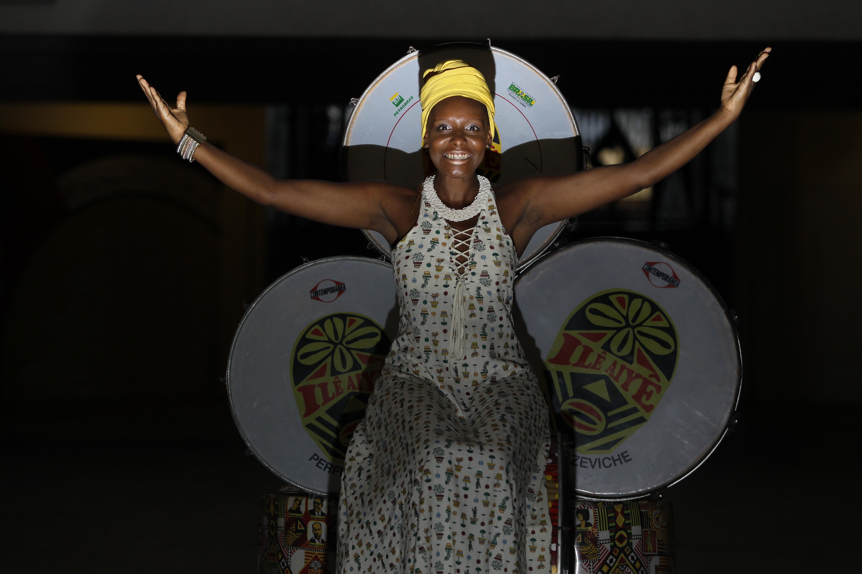 Larissa Silva Aliança: 32, biomédica. Não devemos nos calar diante das imposições da sociedade pois a nossa cor é uma honra. @larikiami