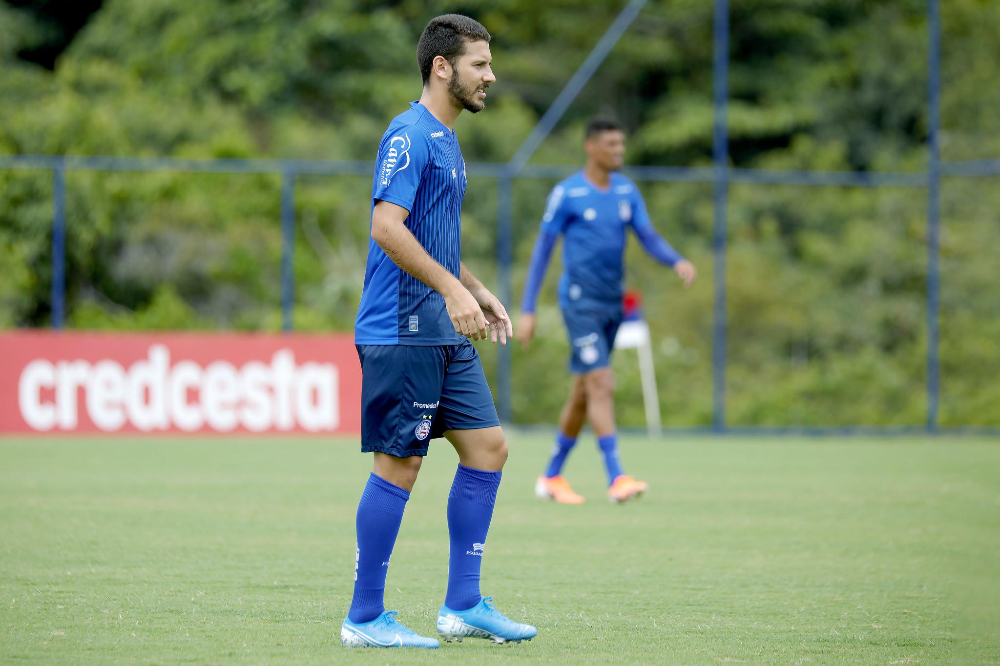 Lucas Rodrigues, lateral direito, veio do Comercial-SP