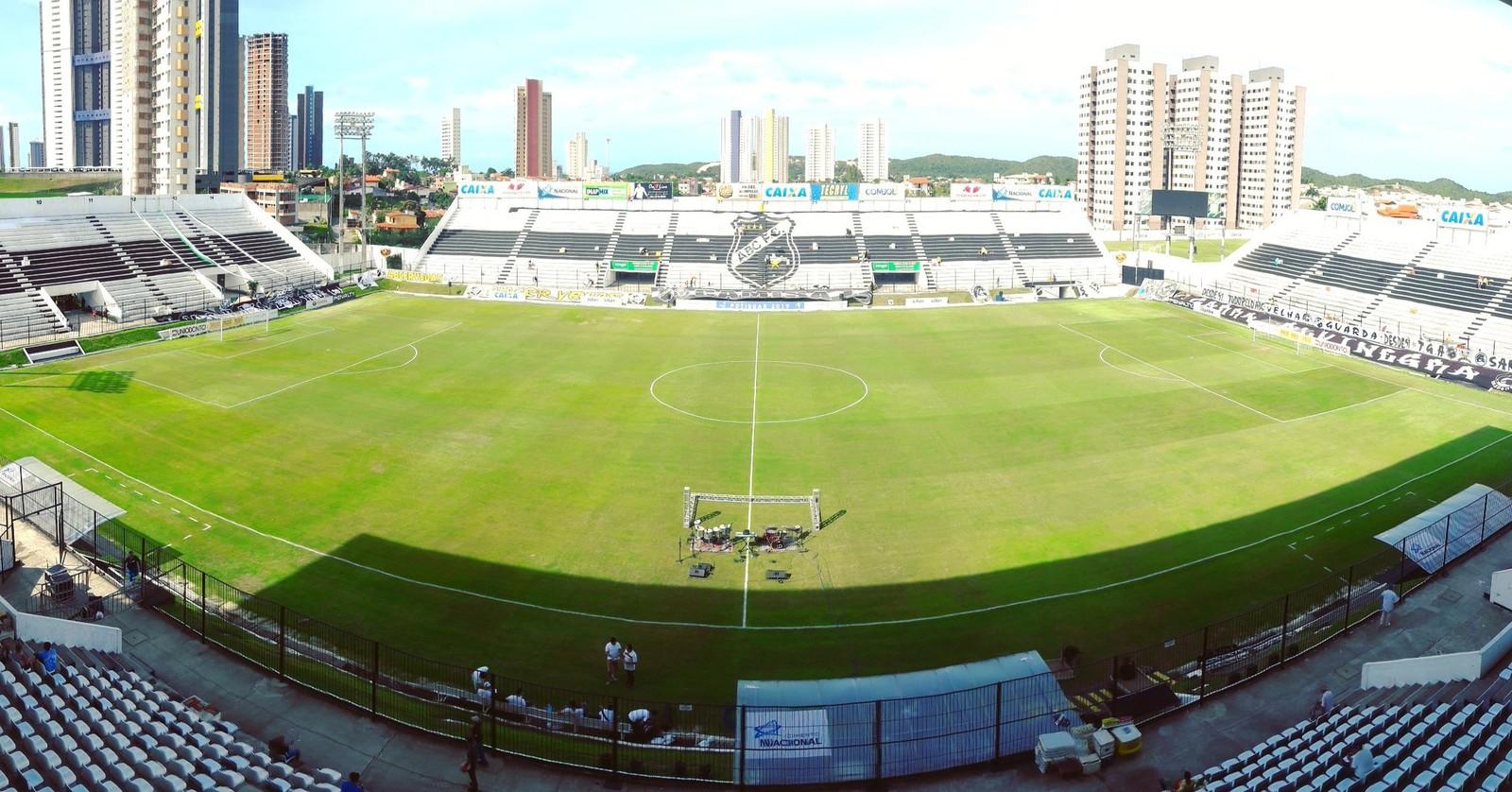 O nome oficial é estádio Maria Lamas Farache. Com capacidade para 15.082 pessoas, o Frasqueirão é o único deste Nordestão a ter o nome de uma mulher. É a casa do ABC