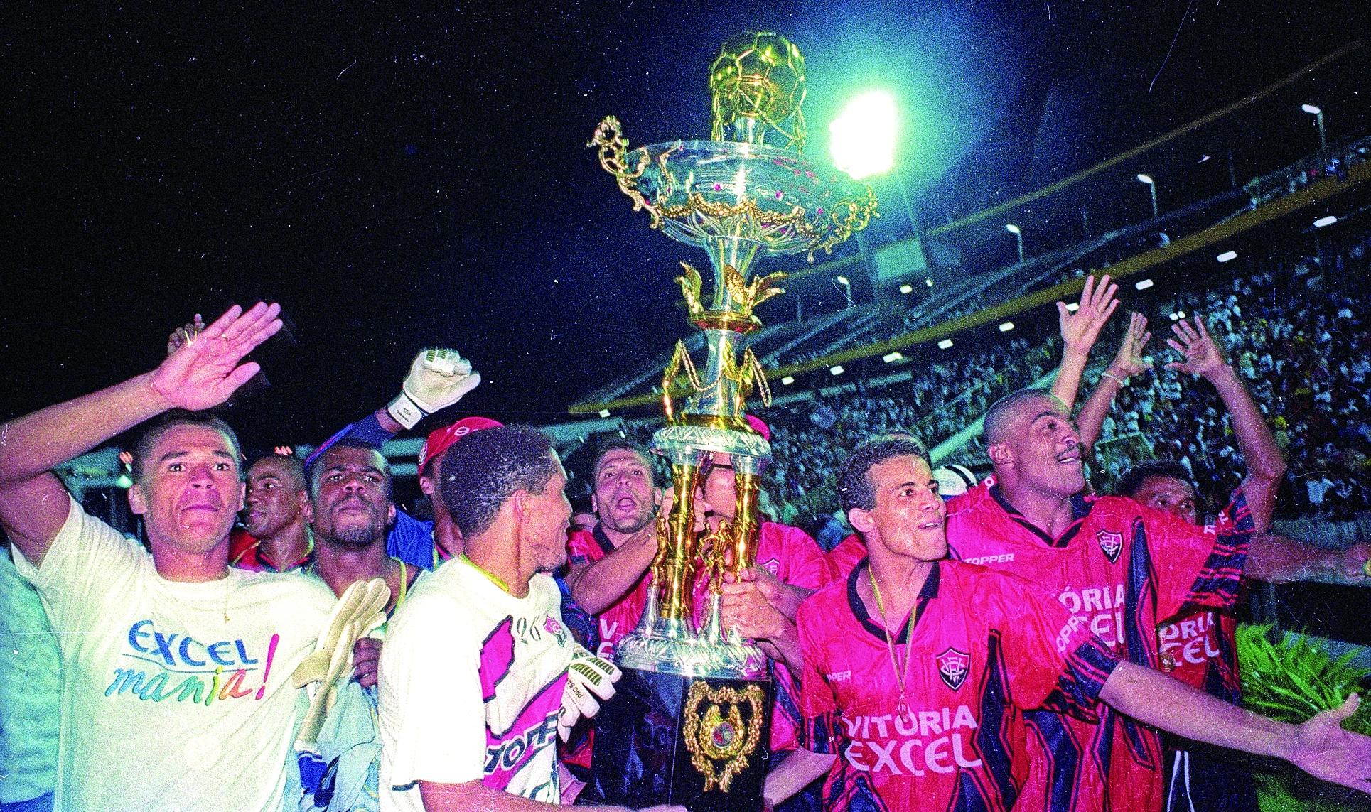 Vitória sai na frente e sob o comando de Arturzinho  traz o primeiro troféu para casa em 1997, ao derrotar o Bahia por 3x0.