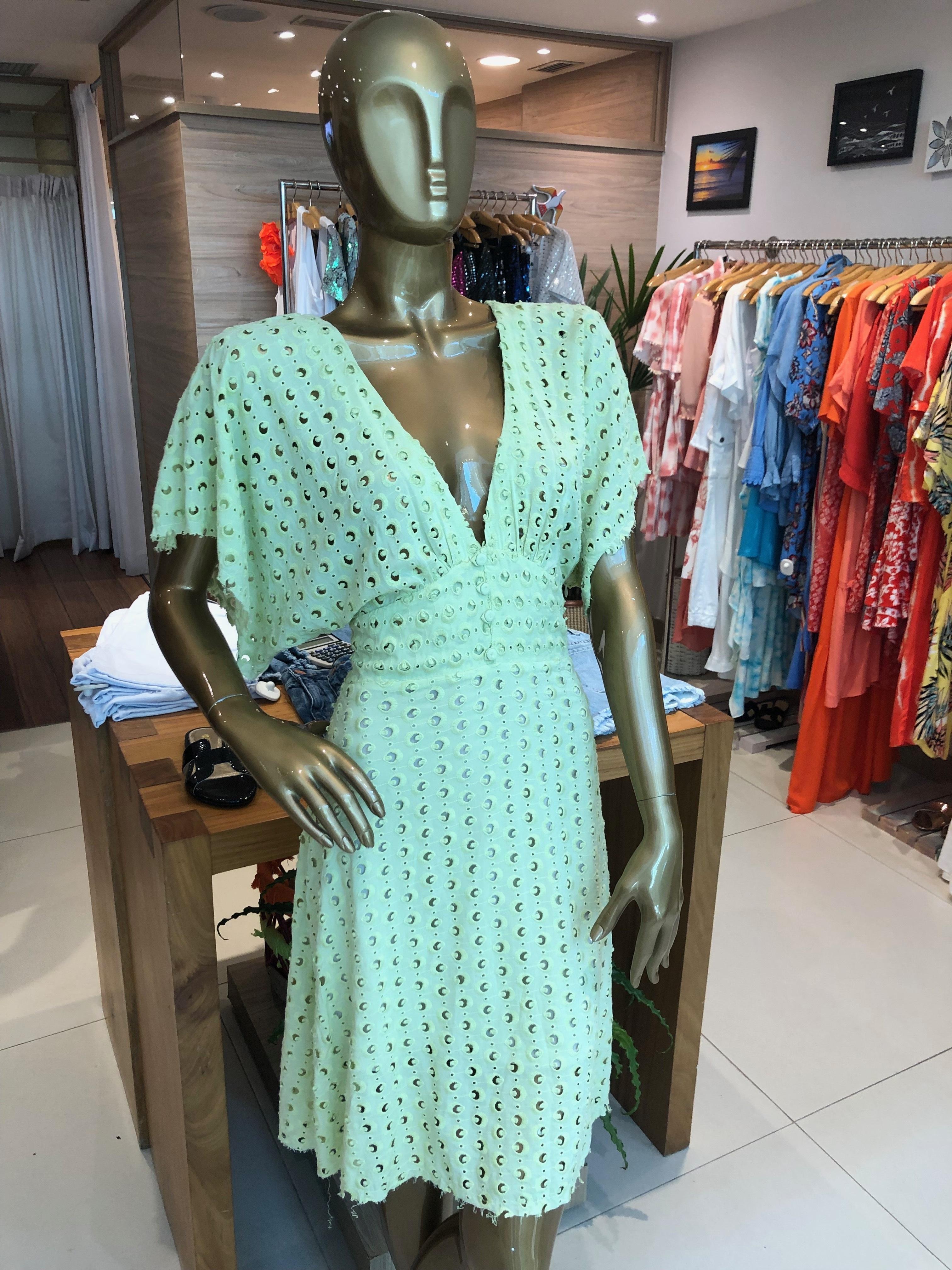 Vestido verde (Elementais - Salvador Shopping) de R$ 489 por R$ 244,5 (50%)