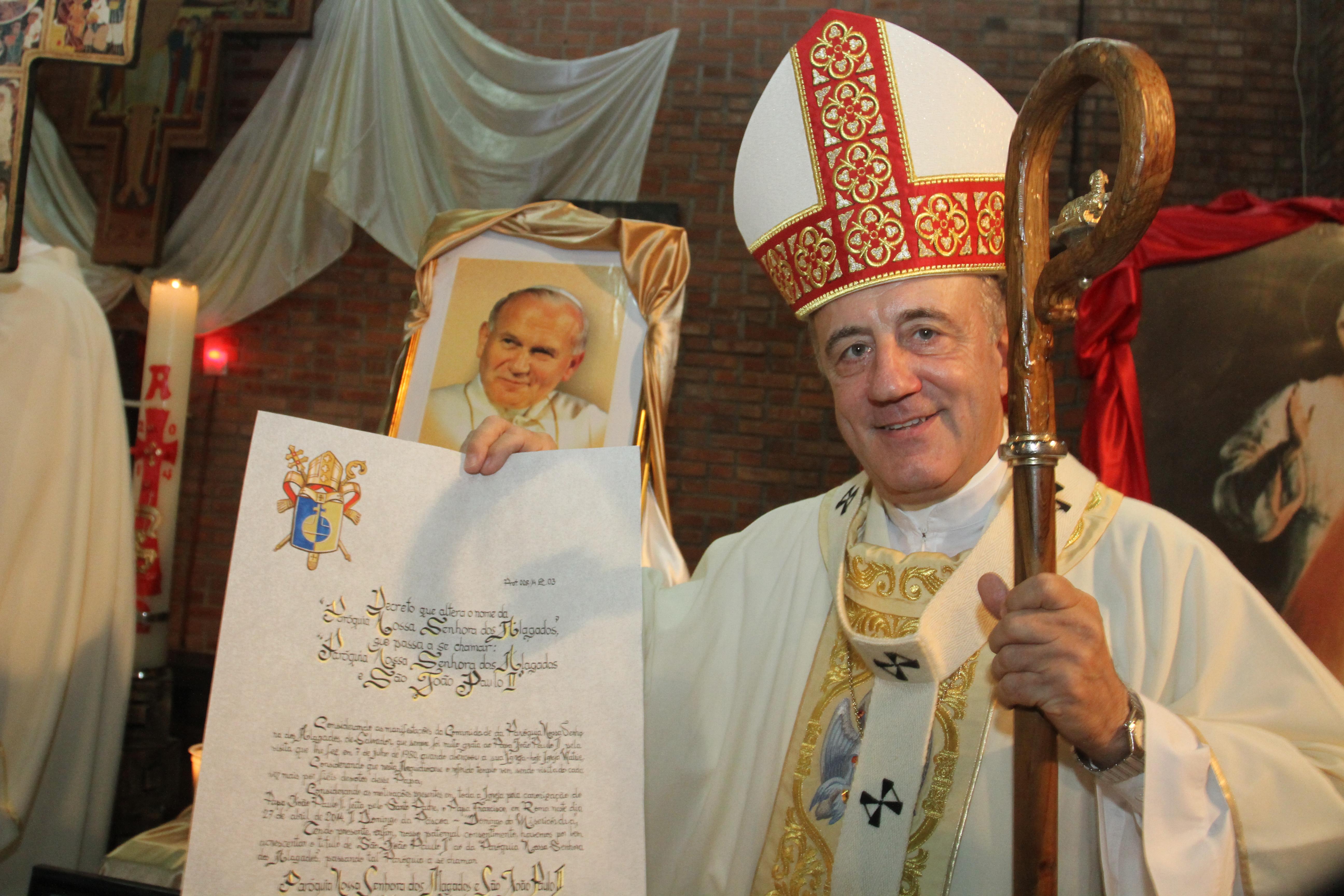 Dom Murilo participa de missa em homenagem a João Paulo II