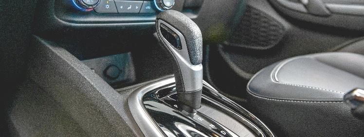 Os câmbios são sempre de seis velocidades, manual ou automático