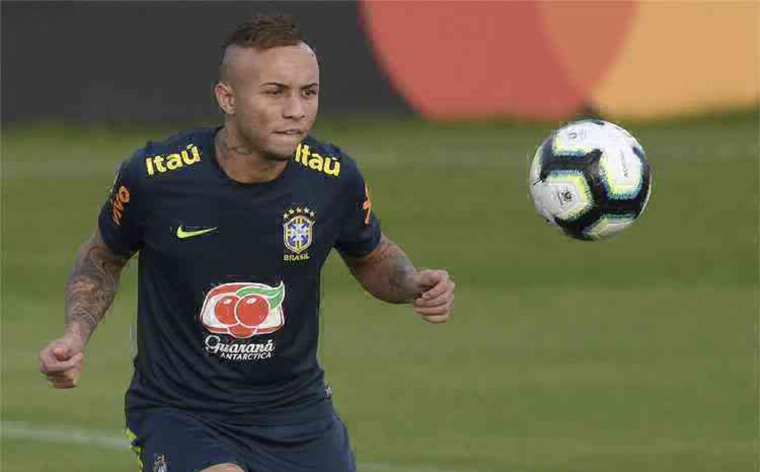 O atacante Everton Cebolinha, do Grêmio, teve seu valor de mercado reduzido de acordo com o Transfermarkt