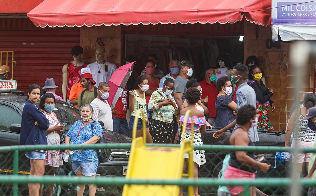 Muitos pontos de aglomeração de pessoas na Boca do Rio.