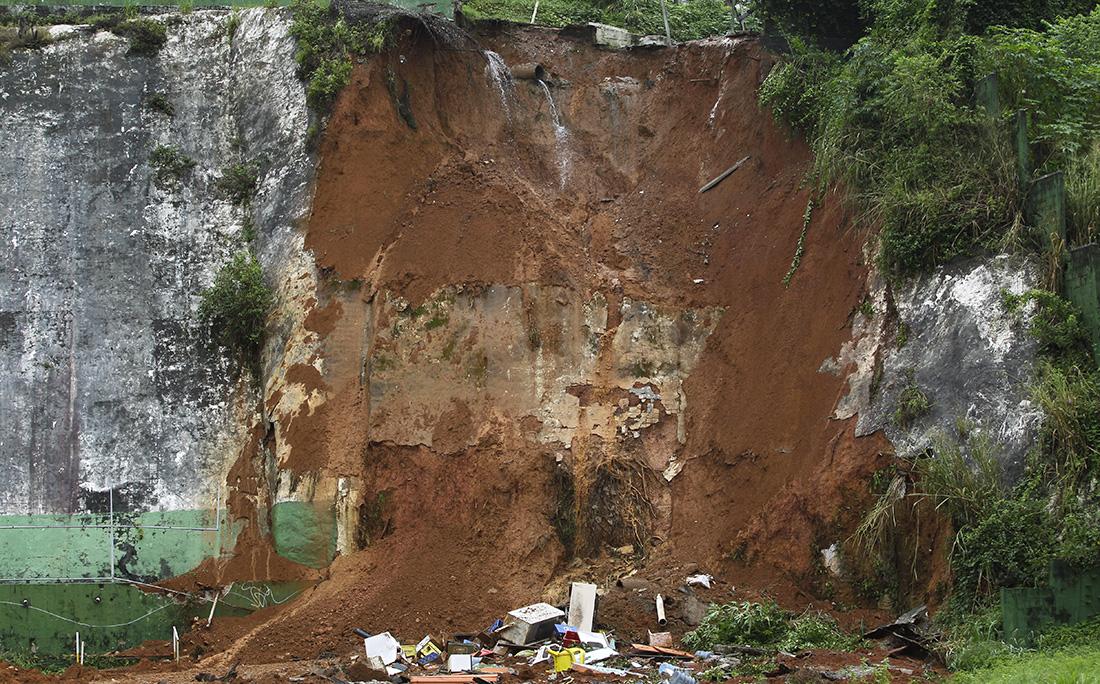 Deslizamento de terra no Acupe de Brotas.