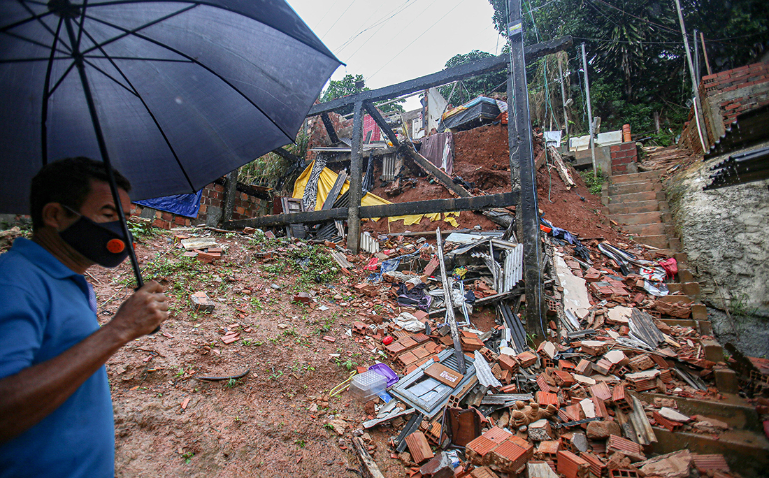 Em Saramandaia, uma casa desabou durante a madrugada.