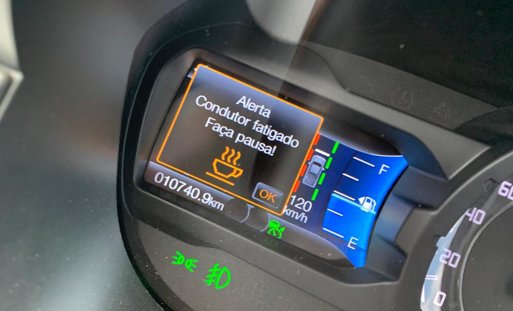 A Ranger Limited tem leitor de faixas, ACC e um detector de fadiga. Se entender que o motorista está cansado sugere uma pausa